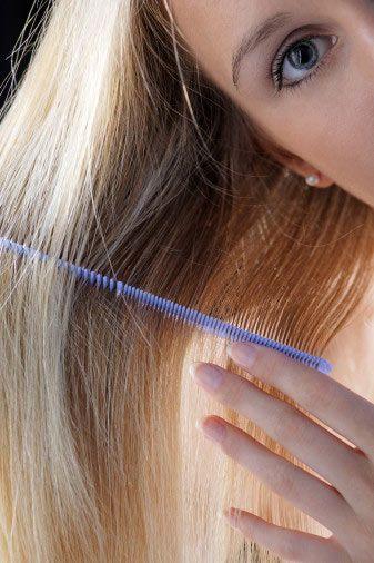 Saç bakımı için mutfağınızdan faydalanın!  Özel bakım ürünlerine tonlarca para harcamanıza gerek yok, evinizde hazırlayacağınız karışımlarla da saçlarınıza bakım yapabilirsiniz.  İşte size çok sık rastlanan saç problemleri ve bu problemlerin mutfağınızdan geçen çözüm yolları…